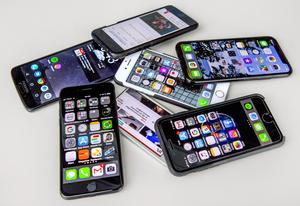 En hög med mobiltelefoner.Foto: Claudio Bresciani / TT /