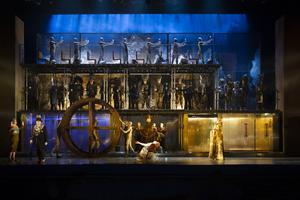 Scen ur Metropolitans uppsättning av Philip Glass opera