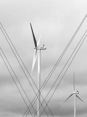 Carita Holmberg ställer bland annat ut denna bild på ett vindkraftverk. Foto: Carita Holmberg.