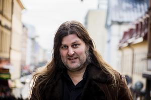 Från Edsbyn till Södermalm via Malmö. Orvar Säfström lever mitt i smeten men gillar att återvända till Hälsingland.