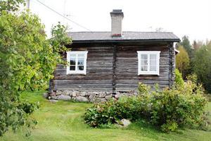 Öster om bäcken heter det soldattorp där Anders Johansson Lekatt bodde. Han fick rycka ut i det Pommerska kriget 1758 och var sedan borta i 40 år.