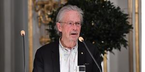 håller sin Nobelföreläsning på Börshuset i Stockholm.Foto: Jonas Ekströmer / TT