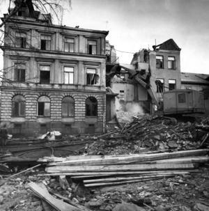 1966 revs det då väldigt slitna huset.