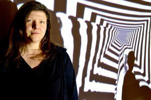 Konstnären Eva Beierheimer tycker att det är speciellt att få ett uppdrag i ett litet samhälle där många kommer att se det hon gör.