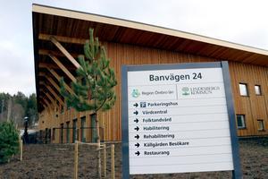 Inom kort är det full fart på all verksamheter i Bergsparken. Vårdcentralen förbereder öppning på måndag liksom folktandvården.