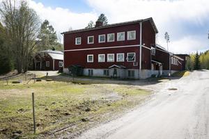 Stödebröd flyttade in i Loböle skola efter att den lades ner 1970.