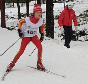 Alva Widmark tog andraplatsen efter lördagens fristil och höll sedan denna in i mål under den klassiska jakten på söndagen. Foto:Håkan Degselius