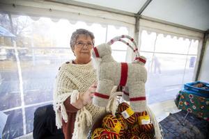 Moniqa Söderström från Centrumboden i Bomhus sålde virknings-kitet som tagits fram av Järbo Garn.
