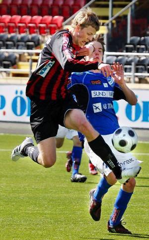 Daniel Andersson stormar fram till ett av sina tre mål.