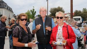 Annette Backteman, Lasse Backteman och Ing-Marie Knudzén var med och firade det nya konstverket.