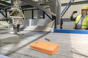 Roboten uppdateras kontinuerligt. Med jämna mellanrum får den läxförhör för att se att den sorterar rätt. Vecka 32 är det beräknat att roboten ska vara i full drift.