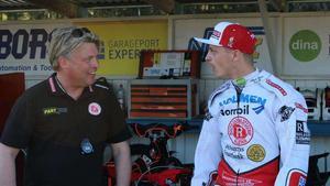 Rospiggarnas lagledare Mikael Teurnberg vill inte att laget ska bränna allt krut innan slutspelet.