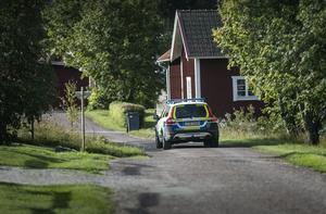 Polisen har gjort insatser på flera platser i länet, bland annat i en by utanför Rättvik på tisdagsmorgonen.