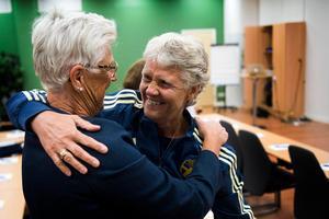 Lena Wallgren, ordförande i Medelpads Fotbollförbund, och Pia Sundhage har mötts många gånger genom åren. därför blev det ett härligt återseende i Nordichallen.