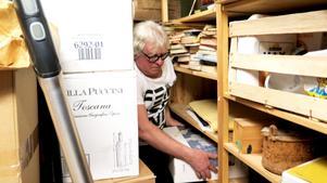 7 000 kronor vill Conny Persson ha för en låda med unika inspelningar på rullband med kartotek från 60-talet. En gammal vän till honom gjorde dessa, men eftersom de är av piratkaraktär har han inte kunnat sälja dem på Tradera, som blockerar den typen av bootlegs och motsvarande.