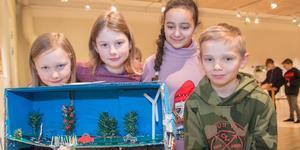 Julia Wictorin, Johanna Qviberg, Lama och Elliot Samuelsson, 3B i Svandammskolan, har gjort en miljövänlig  trafiklösning under jord.