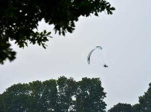 En skärmflygare kraschade utanför Falköping på lördagen. OBS: Bilden är en arkivbild och har ingenting med händelsen i Falköping att göra. Foto: Johan Nilsson / TT