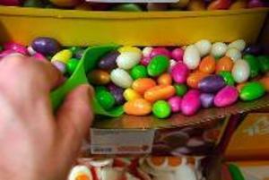 Skadliga färgämnen finns  i mycket av påskens godis.foto: scanpix