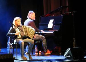 Sofie Gjersvold framförde Luffarvisan på dragspel