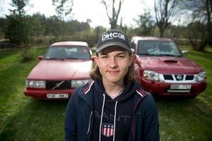 Emil Strand från Amsberg utanför Borlänge, har inte bara en utan två A-traktorer – och snart ska de besiktas.