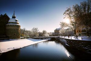 Örebro slott kan också bjuda på vintrig skönhet, vill vi hävda.