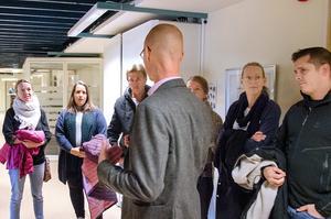 Skoldirektören Urban Åström berättade för föräldrarna från Ankarsvik och Allsta att de inte skulle få ställa frågor under presskonferensen.