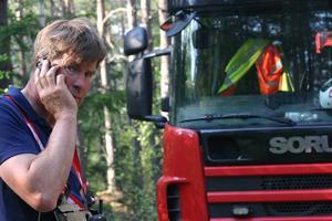 Göran Olsson från Sorunda deltidsbrandkår var en av dem som var först på plats vid skogsbranden i onsdags vid Hålsjön invid väg 257 i Haninge kommun.Foto: Solveig S Thörnblom