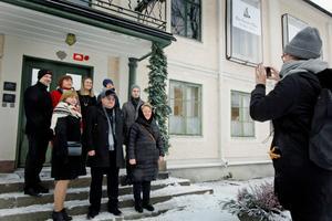 Maria Lundgren är inte bara mångfaldsstrateg, hon får även extraknäcka som fotograf när delegationerna ska dokumentera slutet av sin resa.