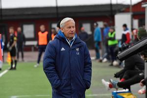 Tränarveteranen Lasse Ericson ledde Mora i premiären – precis som han gjorde för 28 år sedan då IFK senast spelade division 2-fotboll.