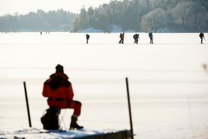 Chansa aldrig när du ger dig ut på isen.Foto: Henrik Montgomery / TT