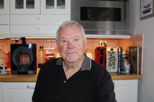 – Ett stort projekt jag har gjort är att översätta alla brev mellan Olof och hans far till spanska med hjälp av en spansk författare, berättar Tommy Åsberg när NT träffar honom i hemmet i Grovstanäs.