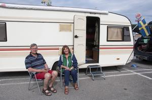 Gunnar och Karin Järvholm från Umeå är två av dem som tycker att parkeringen utanför Ikea är en perfekt övernattningsplats.