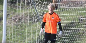 I segern mot Roslagsbro fick mittbacken Mathias Andersson vakta målet, då ordinarie målvakt var borta på grund av jobb.