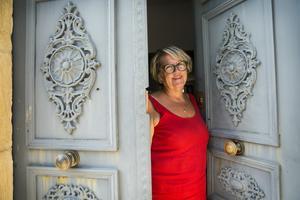 """Innan Annika Emanuelsson började mäkla fastigheter, var hon entreprenör. """"När jag först flyttade till Languedoc sålde jag finska badtunnor och pizzaspadar från Hudiksvall till fransmännen"""" berättar hon."""