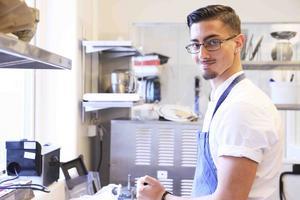 Kiriakos Sais Troberg hade aldrig lagat mat innan han började på restaurangutbildningen i Åre. Till hösten har han fått jobb på en av Niklas Ekstedts krogar i Stockholm.