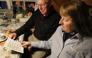 Sören Wass och Katrin Holm Åström är kritiska till den försämrade servicen från Postnord.