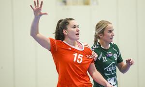 Två av matchens förgrundsfigurer – Maja Allgulander i Strand och Maja Axell i Alfta.