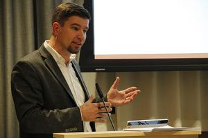 Kommunalrådet Markus Evensson, (S), har tryckt på pausknappen för de båda kommunala råden KPR och RÅFF.