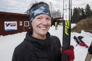 – En optimal combo, säger Gunilla Snejde från Stockholm som fick åka skidor medan hennes man och barnen besökte djuren i Högbo.