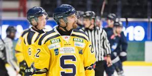 David Berg får spela med Marcus Oskarsson igen. Efter förlusten mot BIK Karlskoga gör Ulf Lundberg om alla backpar.