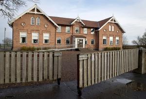Varola skola kan läggas ut på försäljning, enligt ett förslag från servicenämnden. Kommunstyrelsen fattar det slutgiltga beslutet om försäljning.