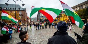 Under torsdagen manifesterade Kurdiska föreningen i Örnsköldsvik mot Turkiets invasion av Syrien.