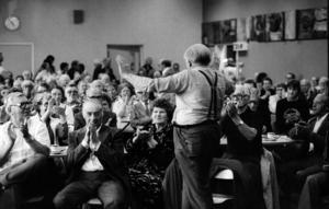 Arkiv 1979.Gunnar Sträng under ett möte med det gamla gardet.Foto: Kent Östlund/Svenskt Pressfoto