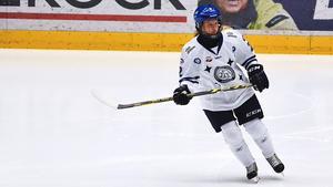 Maja Nyhlén Persson tycker inte det känns rätt med att det ska avgöras på straffar i ett slutspel – men hyllas av tränaren Alexander Eriksson.