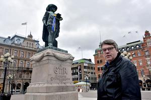Vad gäller Sverigedemokraterna tycker Roger Johansson (S) att partiet uppträder korrekt och är konsekventa, även om de tagit stryk av det interna bråket. Beträffande Kristdemokraterna menar han att de kämpar på bra som ett seriöst parti, utan att göra så mycket väsen av sig