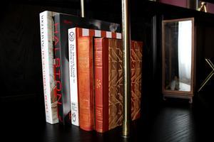 Gamla böcker är en både praktisk och intressant inredningsdetalj.