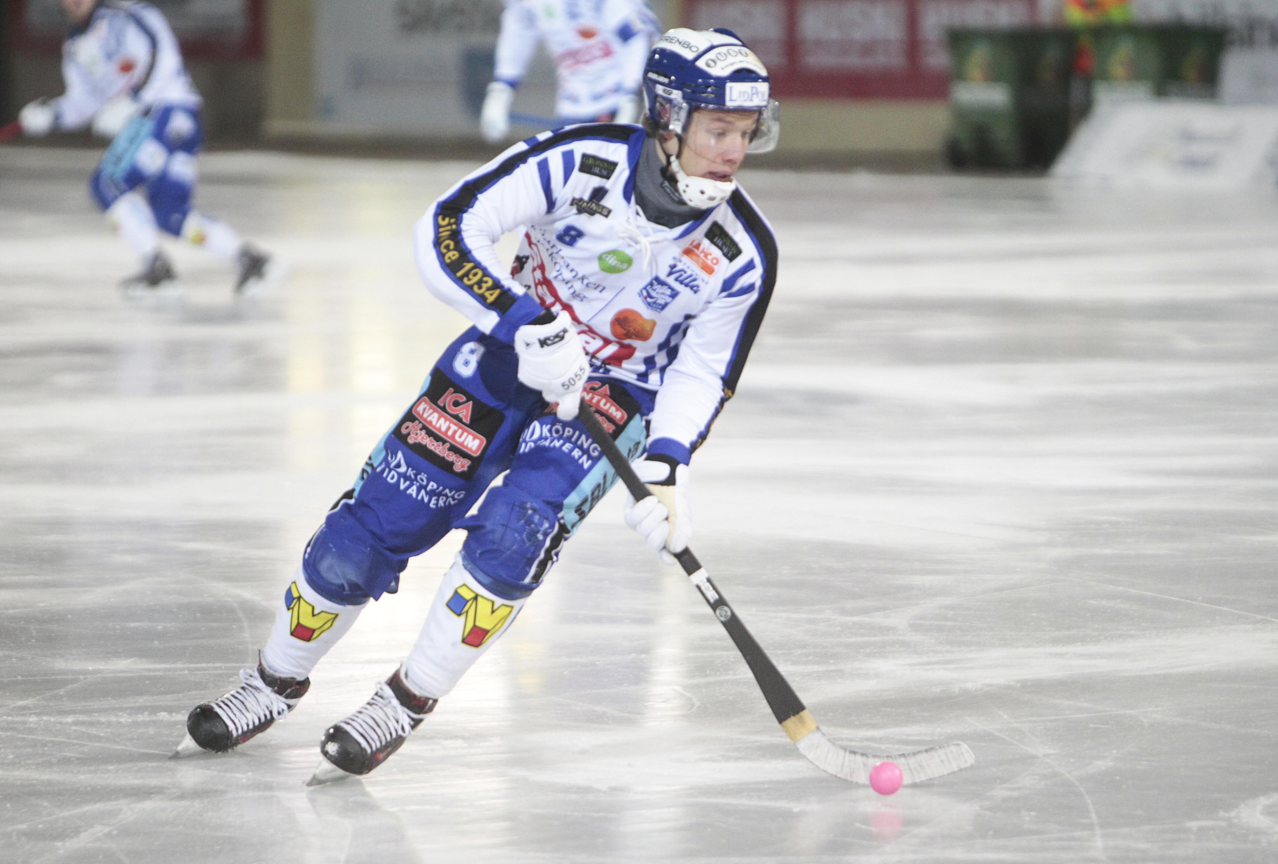 Villas backlöfte Ludvig Johansson fortsätter imponera för serieledaren.