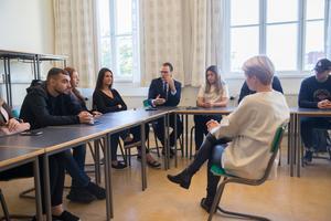 Prins Daniel deltog både på scen och i samtalen som fortsatte i klassrummen efter föreläsningen.