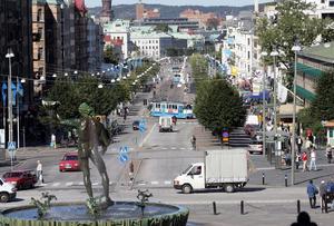 Kungsportsavenyn i Göteborg borde vara en förebild för Örebros stadsgator, enligt insändarskribenten.