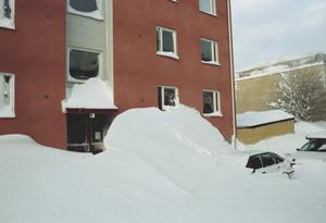 Hillmanskroken på Brynäs.  Det kunde vara svårt att ta sig ut. Snön lade sig i drivor på sina håll.